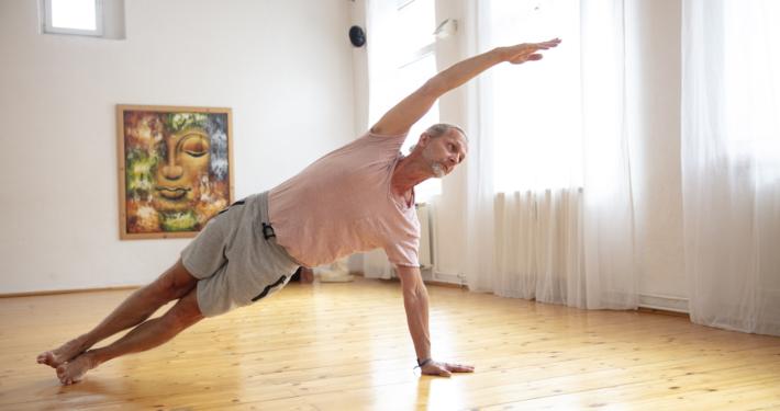 Rundum Yoga Marc Wenke sideplank Studio Pempelfort