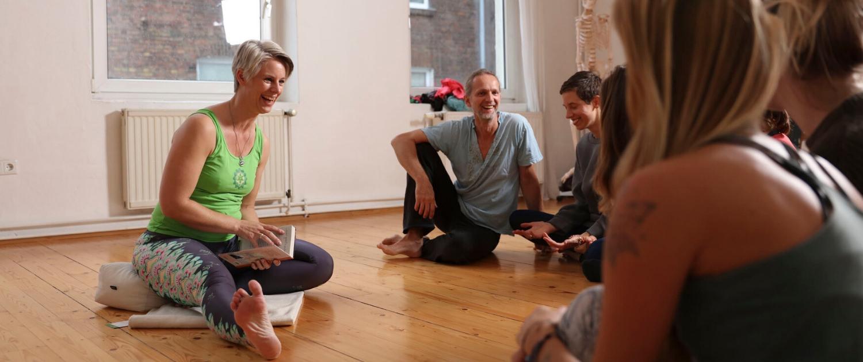 Hatha Yoga Weiterbildung mit Nicole Barlau bei Rundum Yoga Düsseldorf