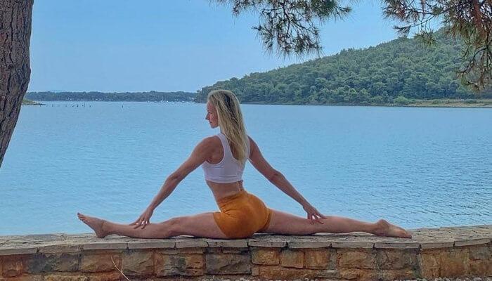Aneta Gaeb fuer Rundum Yoga Duesseldorf Special Hanuman der weg zur Hingabe und Vertrauen