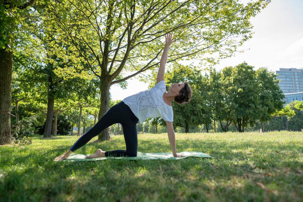 Rundum Yoga Outdoor Rheinwies eim Rheinpark Duessldorf