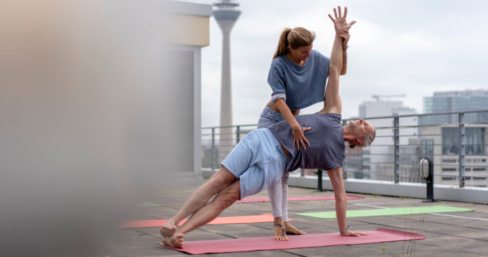 Rundum Yoga Rooftop Yoga im Courtyard Mariott Medien Hafen