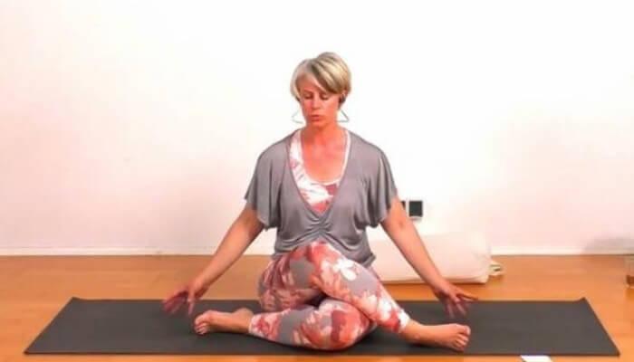 Hatha Yoga Special mit Nicole Barlau Rundum Yoga Studio Pempelfort Duesseldorf