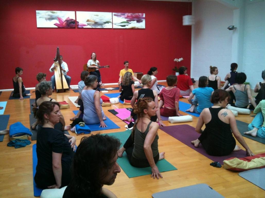 Jahre Rundum Yoga o