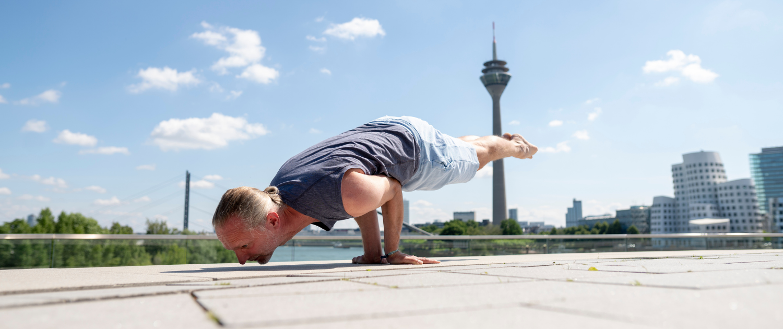 Marc Wenke Outdor Yoga Rundum Yoga Duesseldorf
