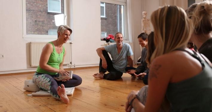 50h Hatha Yoga Weiterbildung bei Rundum Yoga Duesseldorf mit Nicole Barlau