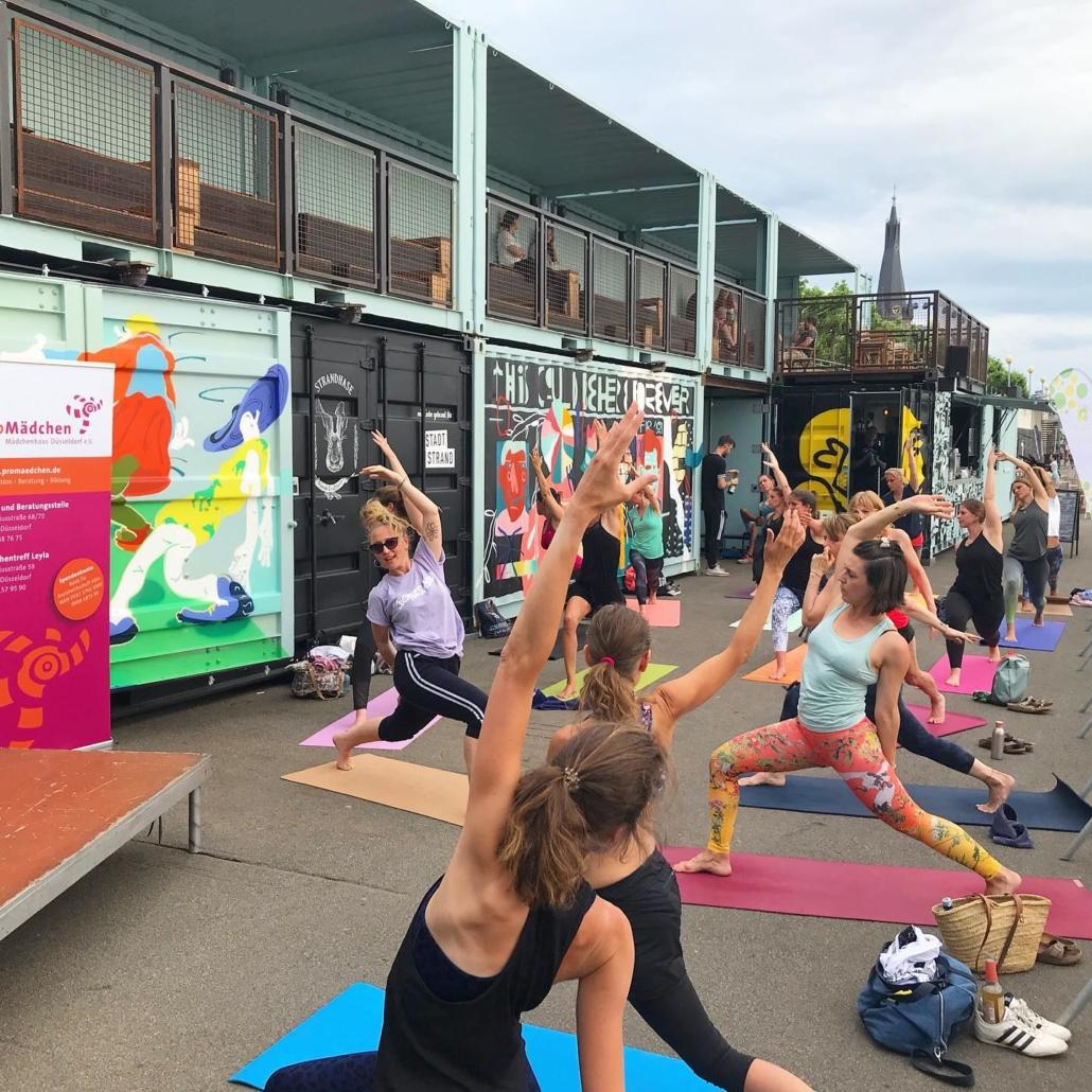 RundumYoga am Stadstrand Düssedlorf mit Beatz Yoga